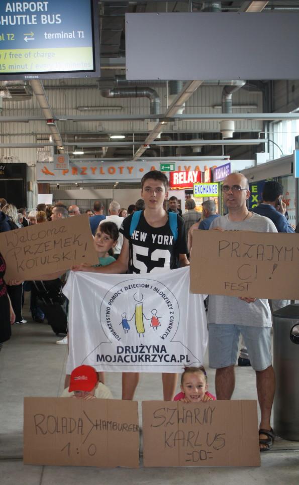 Ekipa powitalna na lotnisku w Krakowie